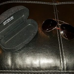 Aviator sunglasses and black case